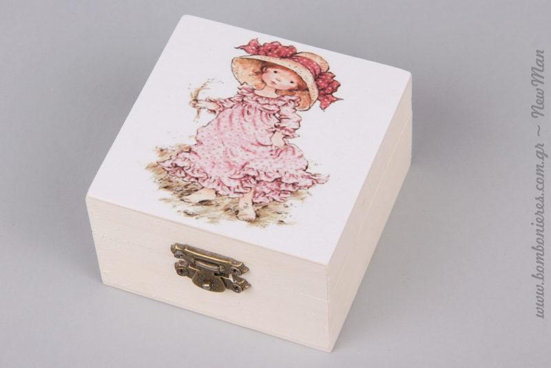 311275 - Ξύλινη μπιζουτιέρα (9 x 9 x 5cm) με σχέδιο Sarah Kay για τις vintage μπομπονιέρες ή τη διακόσμηση και το στολισμό της βάπτισης.