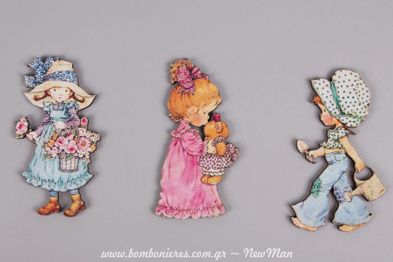 Φιγούρες Sarah Kay σε κίνηση: Κορίτσι που μαζεύει λουλούδια, κορίτσι που φιλάει αρκουδάκι και κορίτσι που πάει στον κήπο.