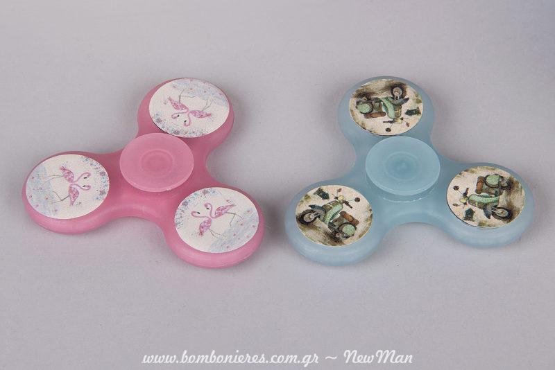 Spinners σε ροζ (φλαμίνγκο) ή σιέλ (βέσπα) για τα δωράκια του πάρτι ή για ατέλειωτο παιχνίδι στη βάπτιση.