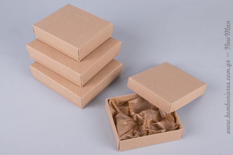 Χάρτινο κουτί σε φυσική απόχρωση ( 90 x 105 x 30mm ή 110 x 125 x 30mm) για μια οικονομική και σούπερ eco friendly μπομπονιέρα βάπτισης.