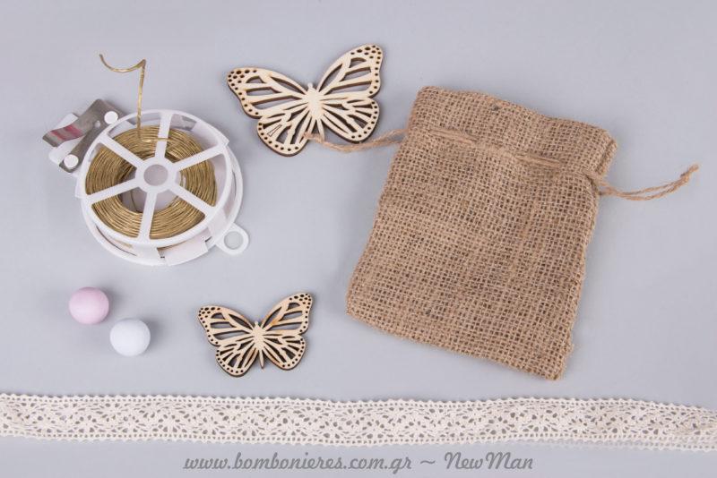 Ξύλινες πεταλούδες σε μικρό ή μεσαίο μέγεθος (διατίθενται σε συσκευασία των 6 τεμαχίων) για τη διακόσμηση της κοριτσίστικης μπομπονιέρας.