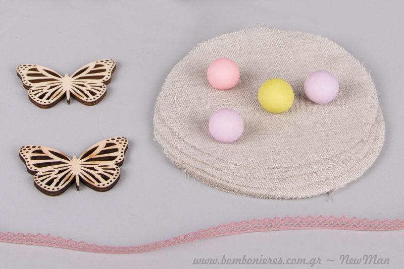 Κουφέτα Χατζηγιαννάκης Crispy πολύχρωμα για την μπομπονιέρα της βάπτισης με θέμα πεταλούδα.