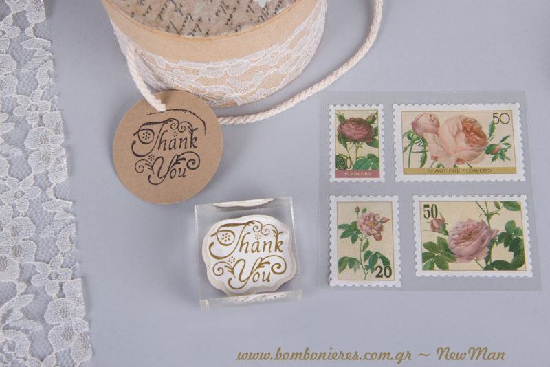 Διάφανη σφραγίδα «Thank you», ταμπόν Dye Izink Reglisse και αυτοκόλλητα γραμματόσημα «Flowers»: μερικά από τα υλικά που θα χρειαστείτε.