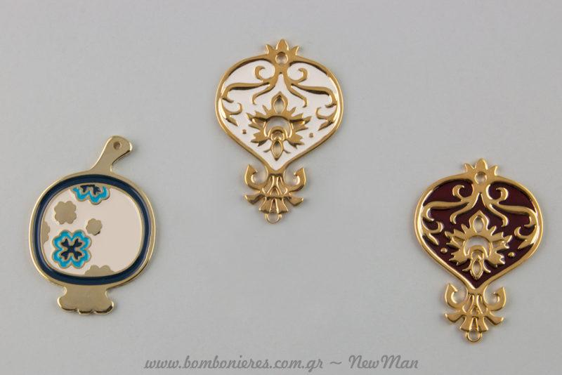 Διάτρητο Χρυσαφί Ρόδι (70mm) Κρεμαστό (235408) και χρυσαφί ρόδι με σμάλτο και μπλε-μπορντό λεπτομέρειες (688356).