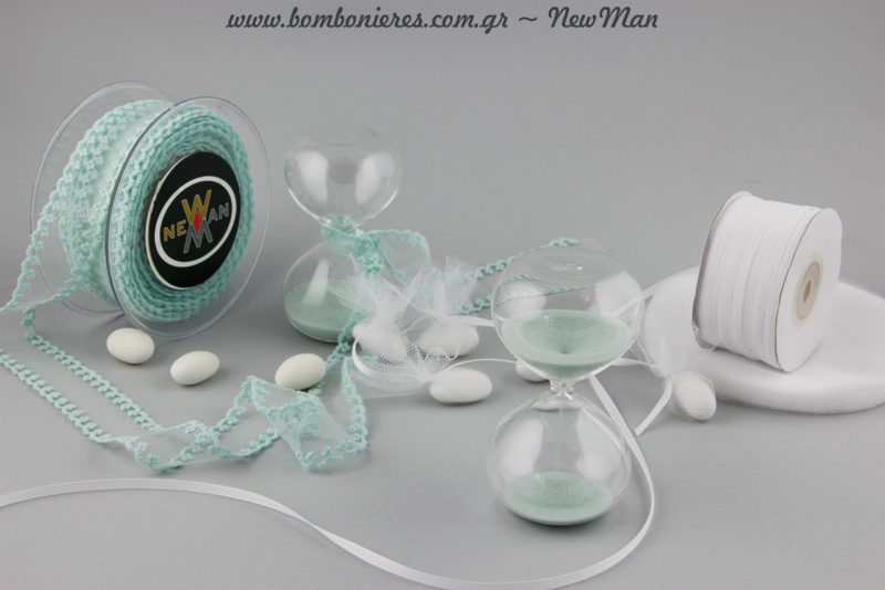 Για τη σύνθεσή της βεραμάν εκδοχής θα χρειαστείτε επιπλέον κορδέλα τούλι Φιστόνι και κορδέλα Gros σε λευκό χρώμα.