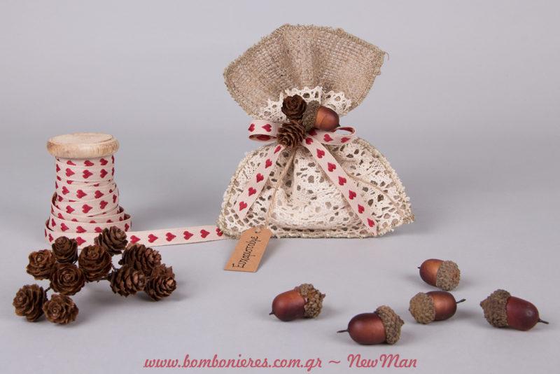 Καρδούλες, κουκουνάρια (ματσάκι) και βελανίδια για μια χειμωνιάτικη μπομπονιέρα που θα ξεχωρίσει.
