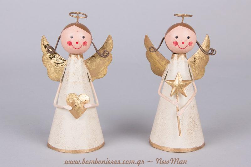 Μεταλλικά αγγελάκια που κρατάνε καρδιές κι αστέρια σε χρυσαφένιες αποχρώσεις (12cm).