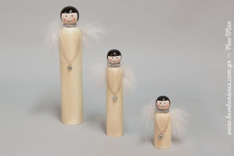 Είναι κομψές, σούπερ μίνιμαλ και κρατάνε καρδούλες στα χέρια. Φτερωτές ξύλινες Αγγελίνες για τον χριστουγεννιάτικο στολισμό σας.