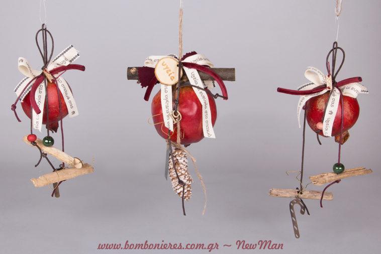 Κρεμαστά γούρια-ρόδια με υπέροχα διακοσμητικά στοιχεία για τον χριστουγεννιάτικο στολισμό, τα δωράκια ή τις κάθε είδους εορταστικές σας υποχρεώσεις.