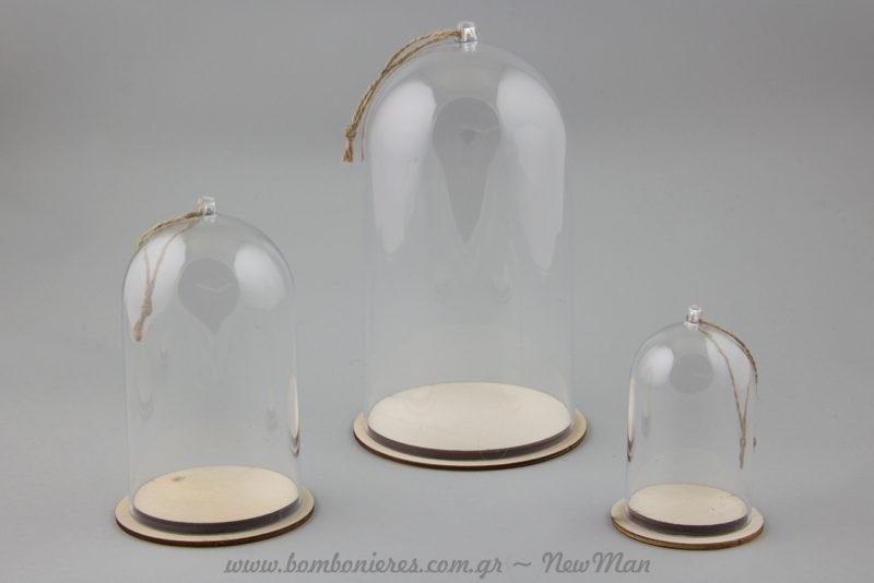 Γυάλινες καμπάνες σε τρία διαφορετικά μεγέθη (φ. 6cm x 9cm, φ. 8cm x 13cm, φ. 11cm x 19cm) για τον χριστουγεννιάτικο στολισμό σας και όχι μόνο.