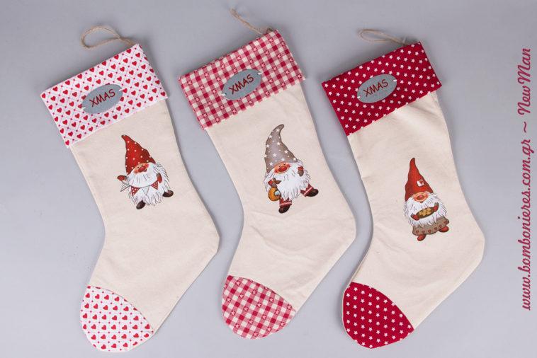 Χριστουγεννιάτικες κάλτσες σε τρεις διαφορετικές παραλλαγές (καρό, καρδούλες, αστεράκια) για την παραδοσιακή σας εορταστική διακόσμηση.