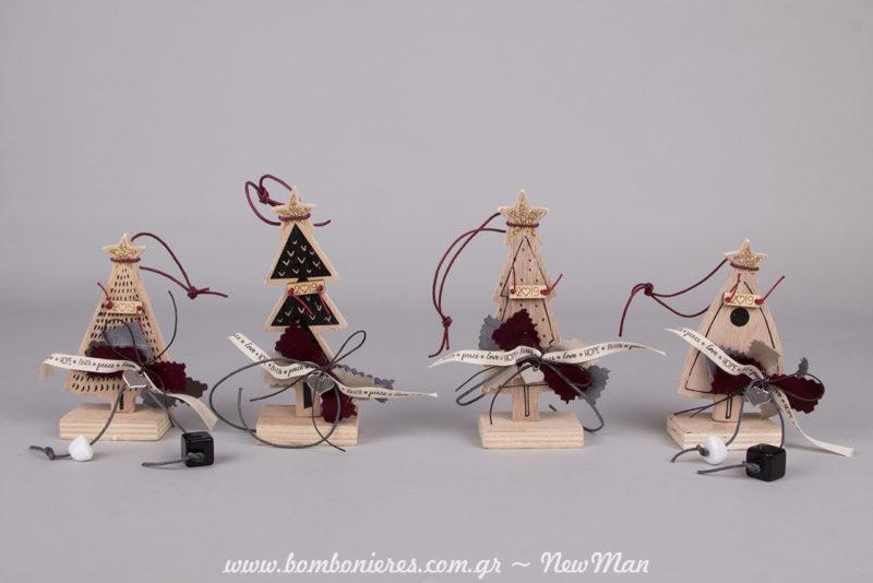 Στο κατάστημα Newman θα βρείτε τα πιο πρωτότυπα γούρια για το 2019 όπως τα ξύλινα χριστουγεννιάτικα δεντράκια σε 4 διαφορετικές εκδοχές.