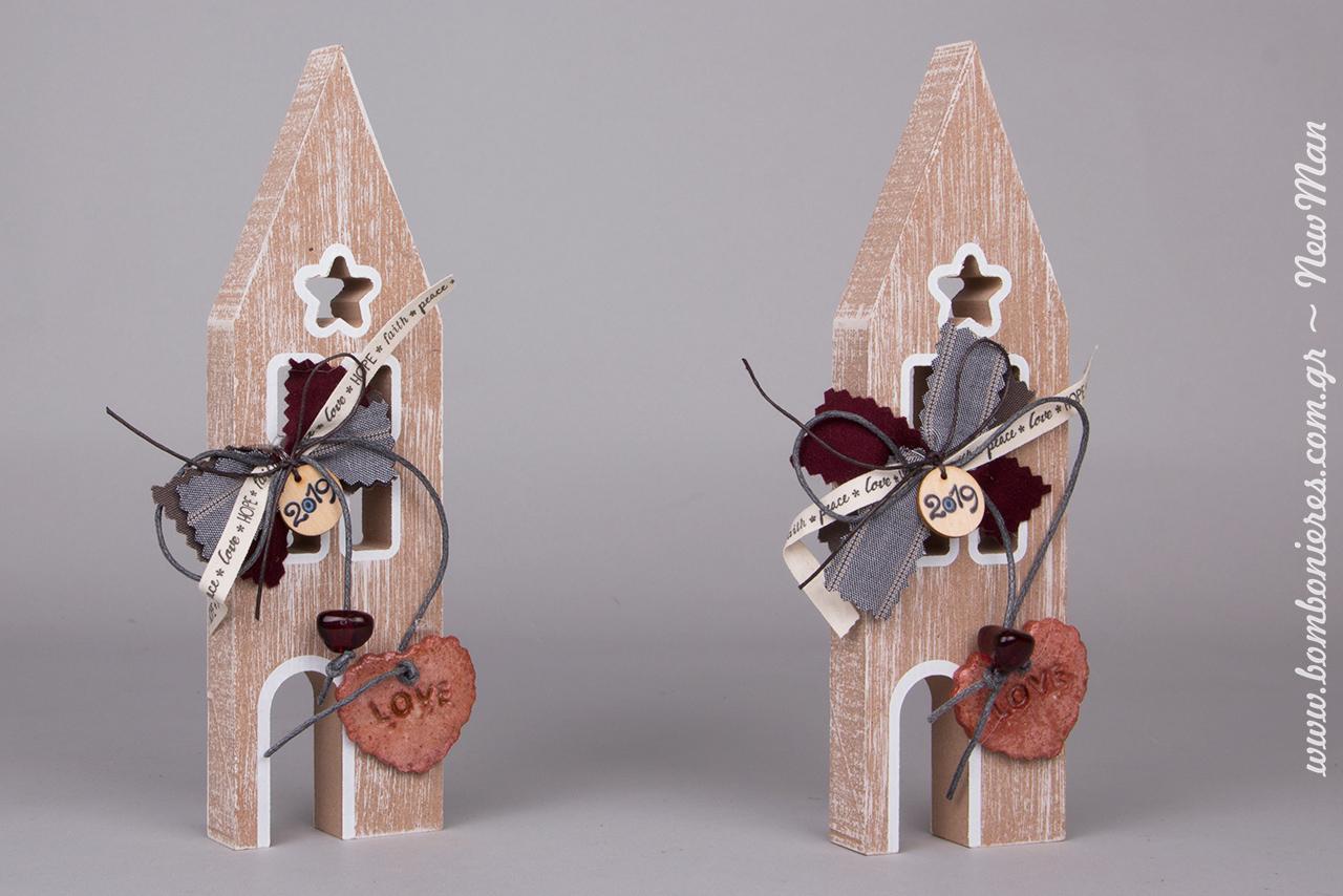 Πρωτότυπα γούρια-σπιτάκια (ξύλο) για τα συμβολικά σας δωράκια σε αγαπημένα πρόσωπα ή για τον χριστουγεννιάτικο στολισμό.