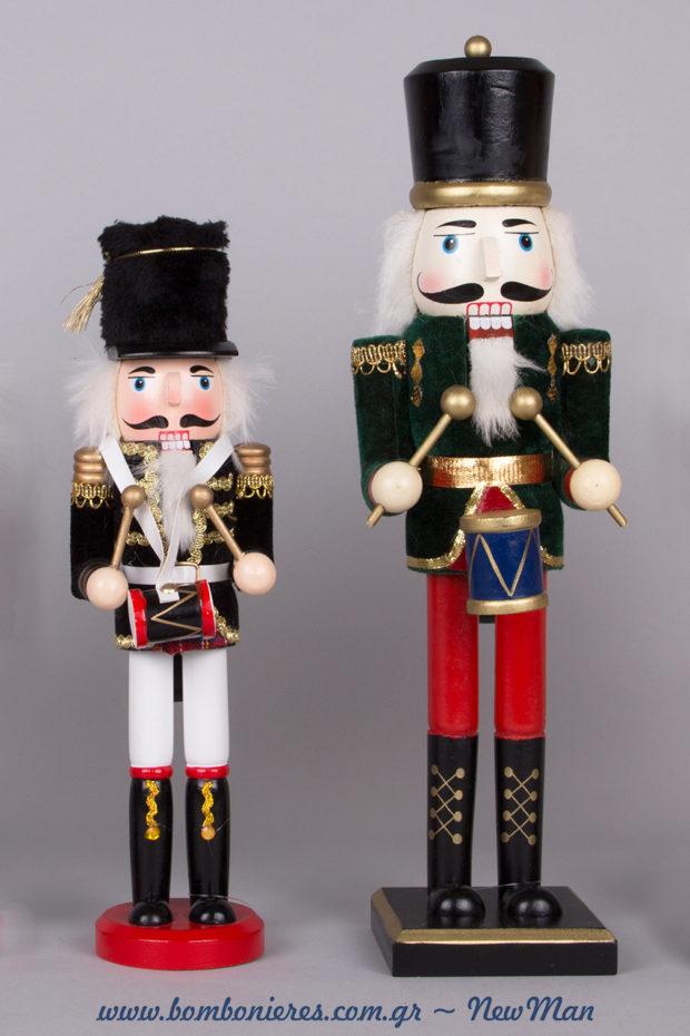 Ξύλινα στρατιωτάκια- Καρυοθραύστες (30cm, 38cm) με στρογγυλή ή τετράγωνη βάση για τη χριστουγεννιάτικη διακόσμηση.