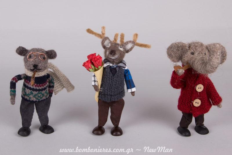 Διακοσμητικά ζωάκια από τσόχα (16cm, 18cm) που φοράνε τα καλά τους λες κι ετοιμάζονται να πάνε στο χριστουγεννιάτικο ρεβεγιόν.
