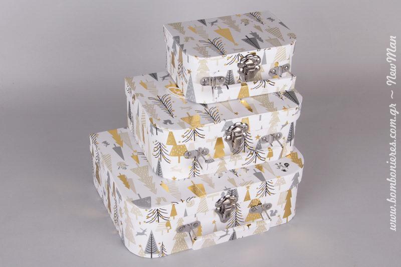 Χάρτινα χριστουγεννιάτικα κουτιά-βαλιτσάκι με μεταλλικό κούμπωμα (15x10x7cm, 20x14x8cm, 24x18x9cm).