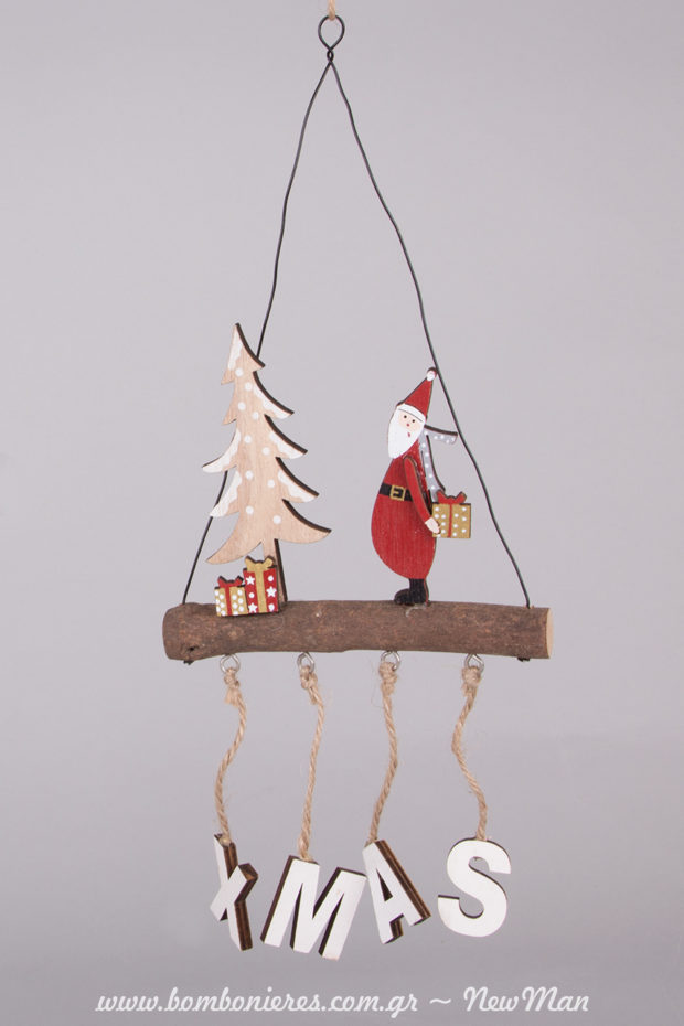 Στολίδι Xmas με κομμάτι ξύλου, πάνω στο οποίο βρίσκεται Αγ. Βασίλης και χριστουγεννιάτικο δέντρο μινιατούρα με δωράκια.
