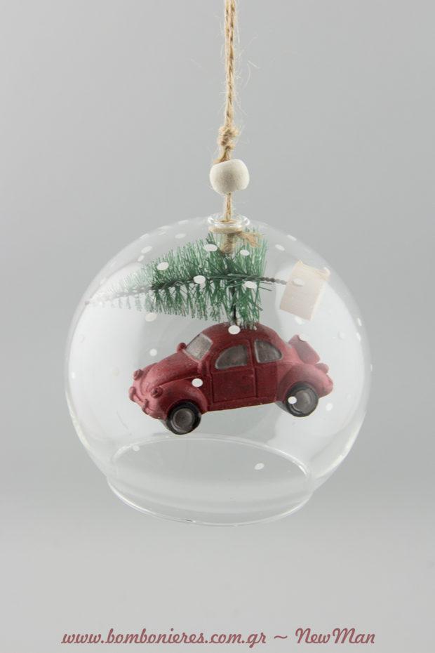 Γυάλινη καμπάνα με αμάξι (κόκκινο ή πράσινο) που μεταφέρει χριστουγεννιάτικο δέντρο.