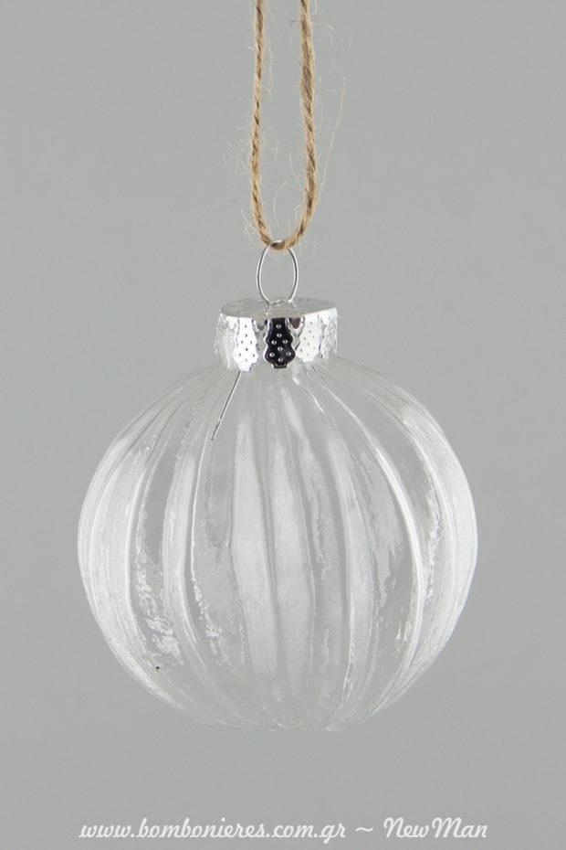 Γυαλί, διαφάνεια, μεταλλικές λεπτομέρειες και σπάγκο σε φυσική απόχρωση για τη μίνιμαλ, ρετρό χριστουγεννιάτικη διακόσμησή σας.