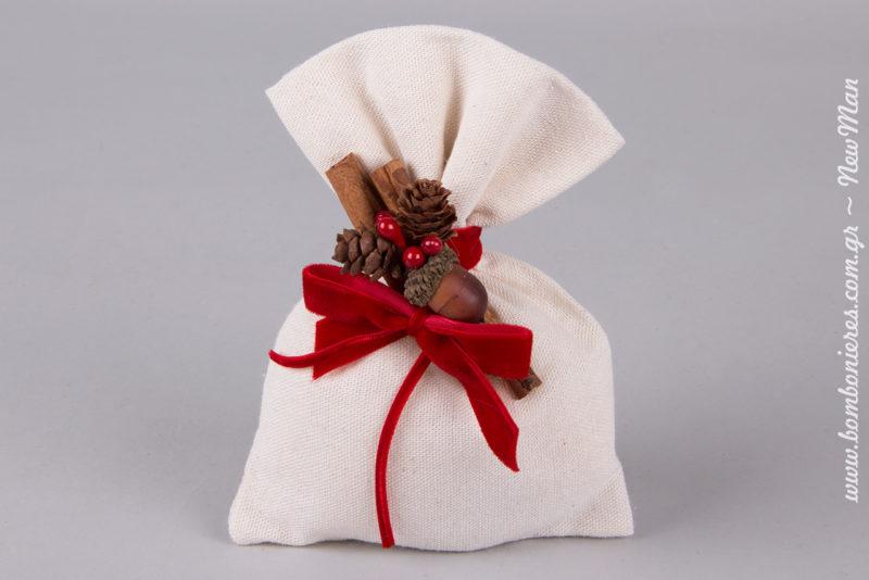 Ο χειμώνας, η ομορφιά και τα δώρα του, συνδυασμένα σε μια πανέμορφη μπομπονιέρα γάμου.