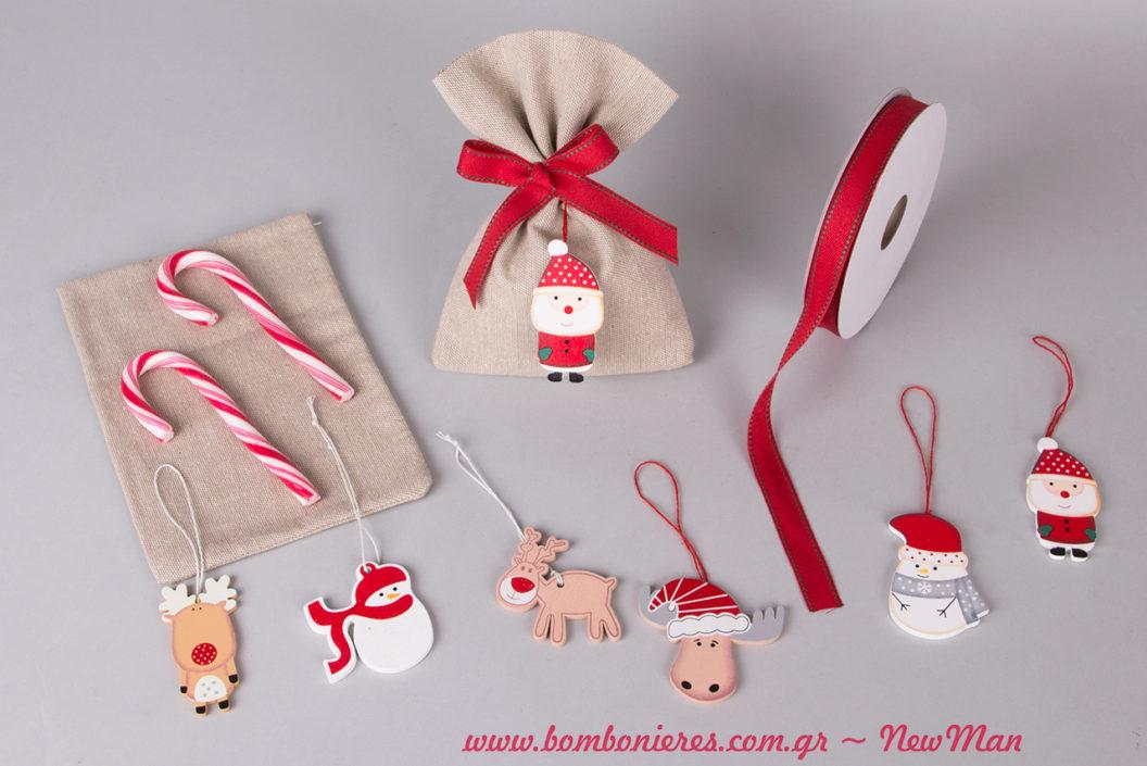 Εορταστική μπομπονιέρα βάπτισης με ξύλινα χριστουγεννιάτικα στολίδια και γλειφιτζούρια-μπαστουνάκια για να μοιράσετε σε μικρούς και μεγάλους.