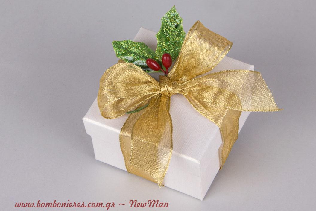 Χρυσαφί νότες και γκι για τον χριστουγεννιάτικο γάμο και τις μπομπονιέρες σας.