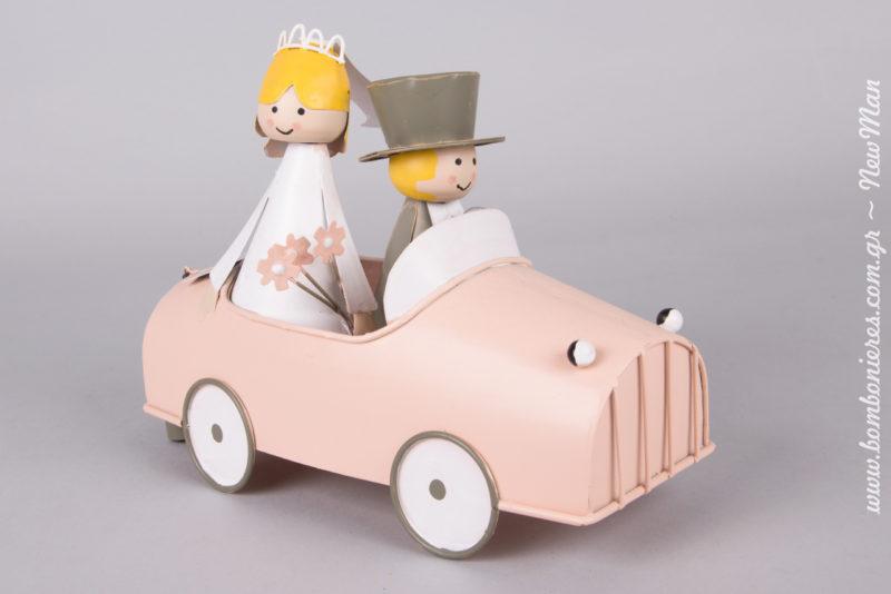 Διακοσμητικό- σούπερ χαριτωμένο αυτοκινητάκι Just Married με γαμπρό και νύφη (20cm) για το τραπέζι τον ευχών και τη γαμήλια διακόσμηση.