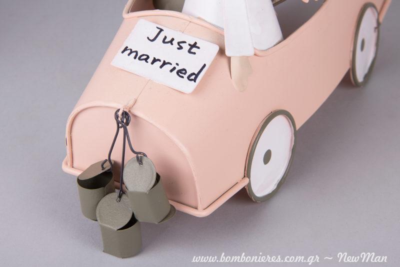 Σε λίγο καιρό θα είστε κι εσείς Just Married, οπότε απολαύστε το, δημιουργώντας έναν μοναδικό στολισμό.