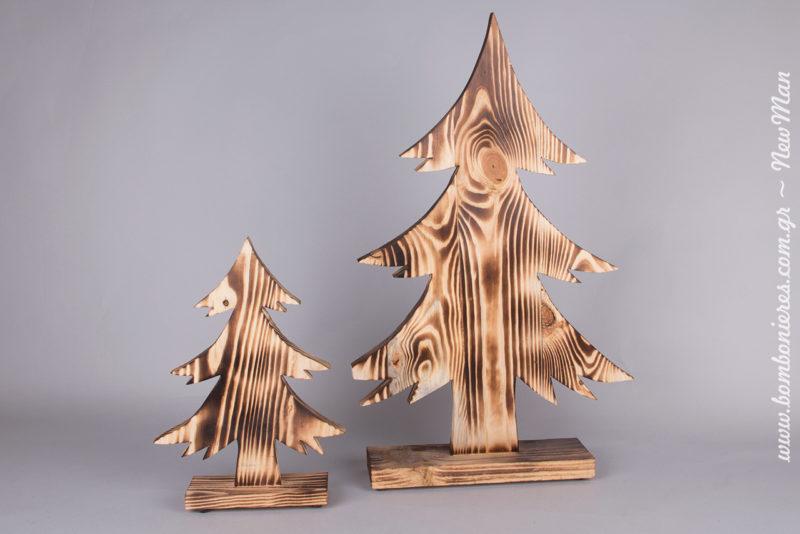 Ξύλινα δεντράκια (35 x 52cm και 24 x 38cm), για έναν χριστουγεννιάτικο στολισμό εμπνευσμένο από το δάσος και την χειμωνιάτικη φύση.