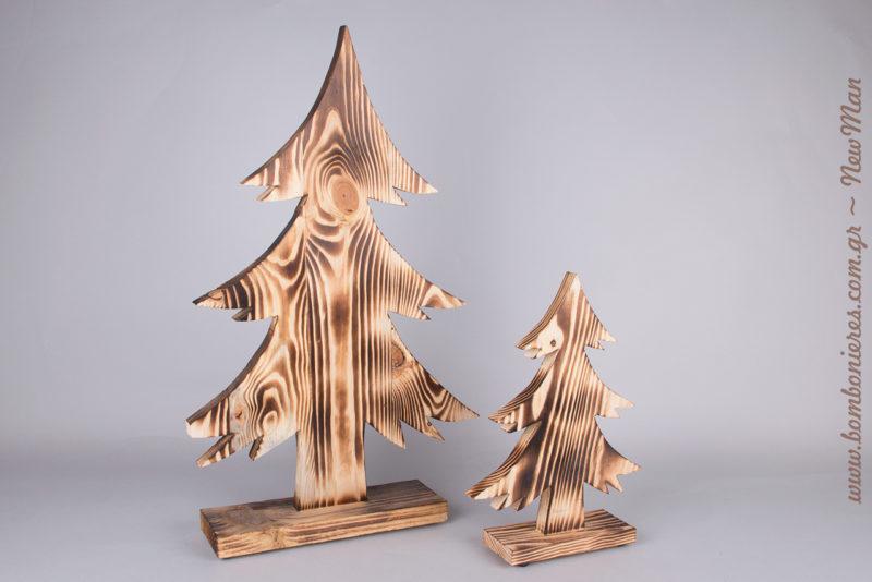 Κι αν δεν έχετε χώρο για ένα κανονικό δέντρο, μη διστάσετε να προμηθευτείτε τα ξύλινα δεντράκια μας (έλατα), δίνοντας εορταστικό ύφος εύκολα και οικονομικά.