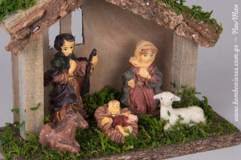 Όμορφες λεπτομέρειες, ζωάκια κι ένας μικρός Χριστός προστατευμένος μέσα στο παχνί του.