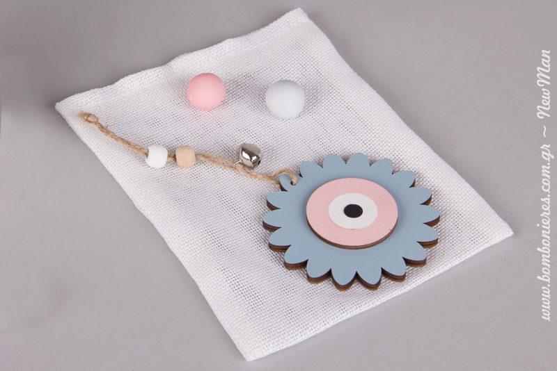 Τα ξύλινα κρεμαστά διακοσμητικά λουλουδένια μάτια (φ. 8cm) διατίθενται σε συσκευασία των 2 τεμαχίων και είναι πανέμορφα.