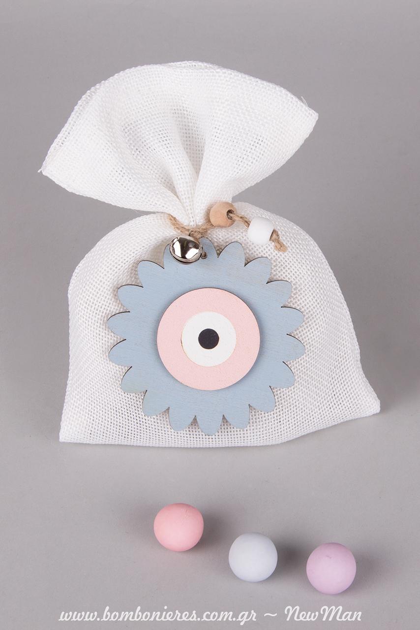 Γεμίστε το λευκό πουγκί με κουφέτα Χατζηγιαννάκης Crispy πολύχρωμα σε παστέλ αποχρώσεις.