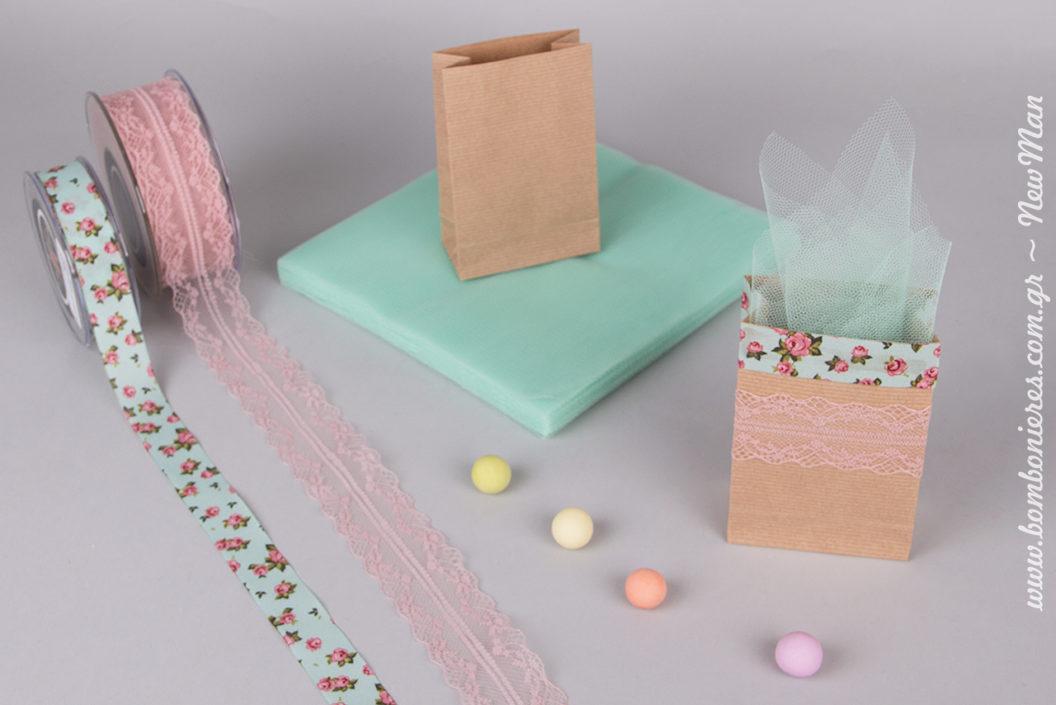 Φλοράλ οικολογική μπομπονιέρα σε χάρτινο μίνι φάκελο kraft για τον γάμο ή την βάπτιση.
