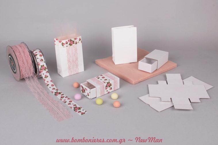 Δαντελένιος ρομαντισμός και φλοράλ μοτίβο για μια ξεχωριστή και σούπερ μοντέρνα μπομπονιέρα σε συρταρωτό κουτί ή σε μίνι φάκελο.
