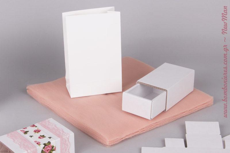 Μίνι φάκελος σε λευκό & συρταρωτό κουτί (τύπου σπιρτόκουτο) παραγωγής Newman, για μπομπονιέρες που θα κλέψουν τις εντυπώσεις.