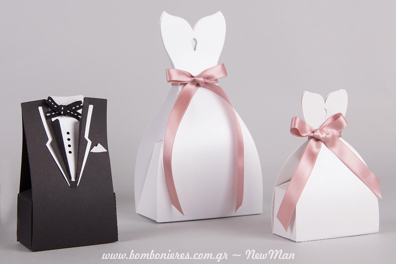Γαμπρός + Νύφη (κουτιά) σε άσπρο-μαύρο και με ζώνη-κορδέλα σε ροζ απόχρωση.