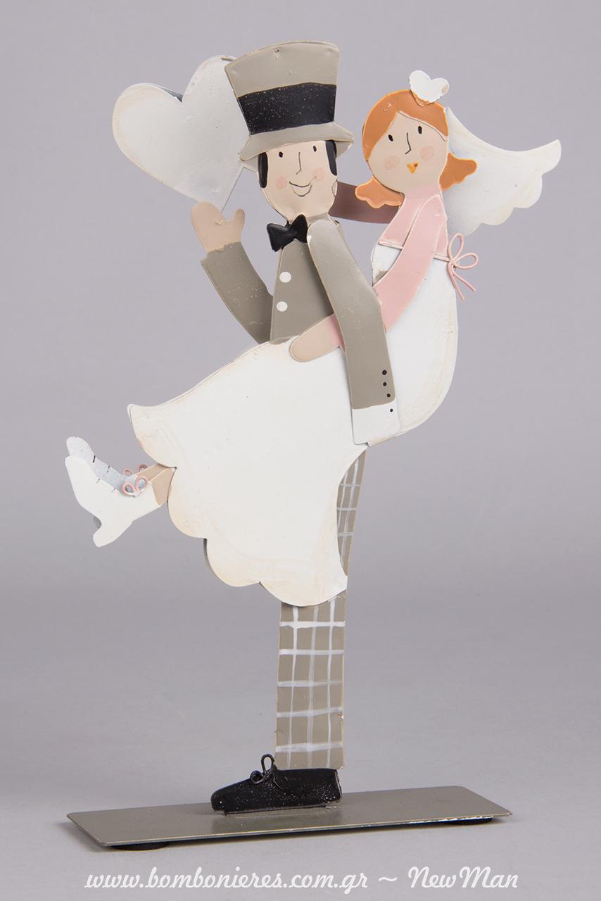 Γαμπρός + Νύφη αγκαλιά με καρδιά (20cm) για την διακόσμηση και το στολισμό της σημαντικής σας ημέρας.
