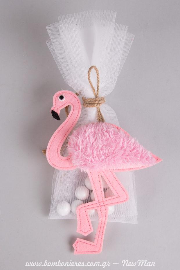 Κοριτσίστικη μπομπονιέρα βάπτισης με ροζ τσόχινο διακοσμητικό φλαμίνγκο, ενσωματωμένο σε τούλινη μικρή μπομπονιέρα (λευκή).