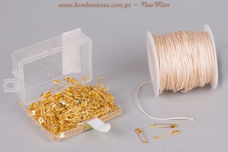 Για τη δημιουργία τους θα χρειαστείτε επίσης κορδόνι πολυεστέρα (βραχιολάκια) και παραμάνες Νο 0 χρυσές (μαρτυρικά πέτου).