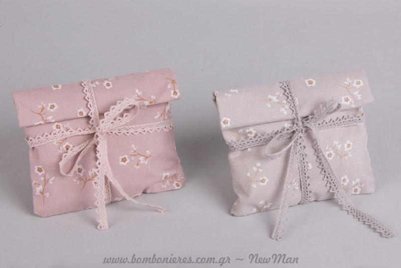 Ροζ, γκρι-σιέλ παστέλ αποχρώσεις και φλοράλ μοτίβο για την ανοιξιάτικη μπομπονιέρα του γάμου ή της βάπτισης.