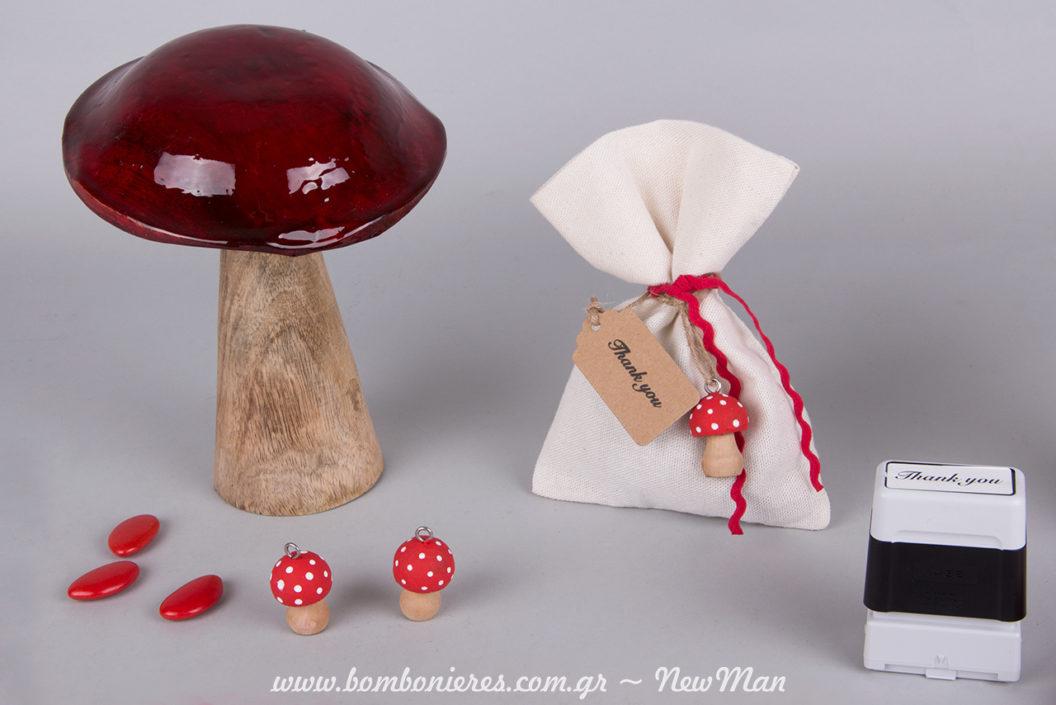 Κόκκινο, το χρώμα που κυριαρχεί στη βάπτιση με θέμα μανιτάρι, ένα χρώμα γεμάτο ένταση και περιπέτεια.