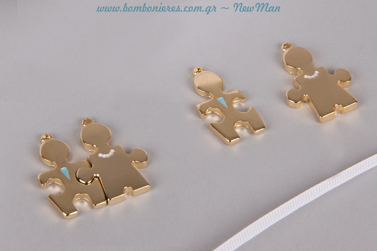 Διακοσμητικά κομμάτια παζλ Γαμπρός & Νύφη (35 x 15mm) σε χρυσαφένια απόχρωση. Διατίθενται ξεχωριστά σε συσκευασία των 5 τεμαχίων έκαστο.