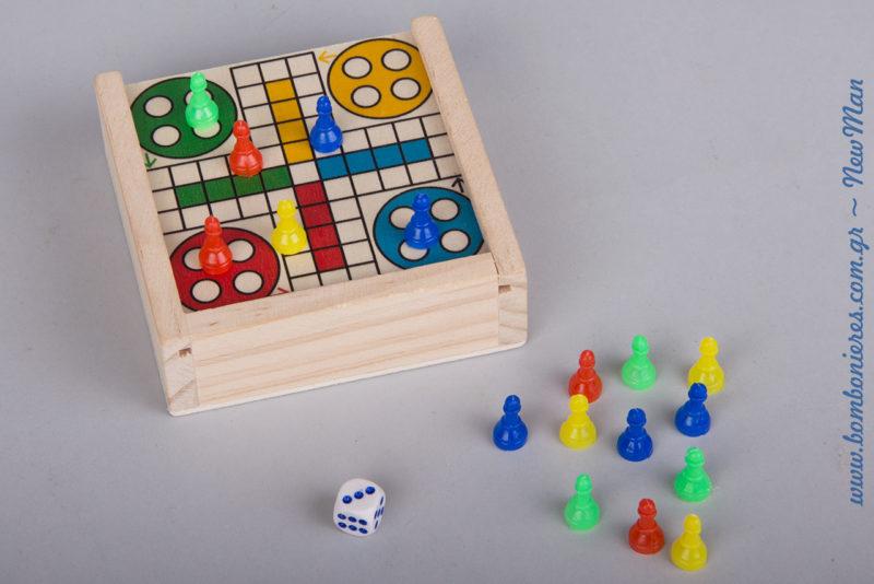 Ξύλινο επιτραπέζιο κουτάκι Γκρινιάρης (9 x 9 x 3cm) για ατελείωτο παιχνίδι στο τραπέζι της δεξίωσης.