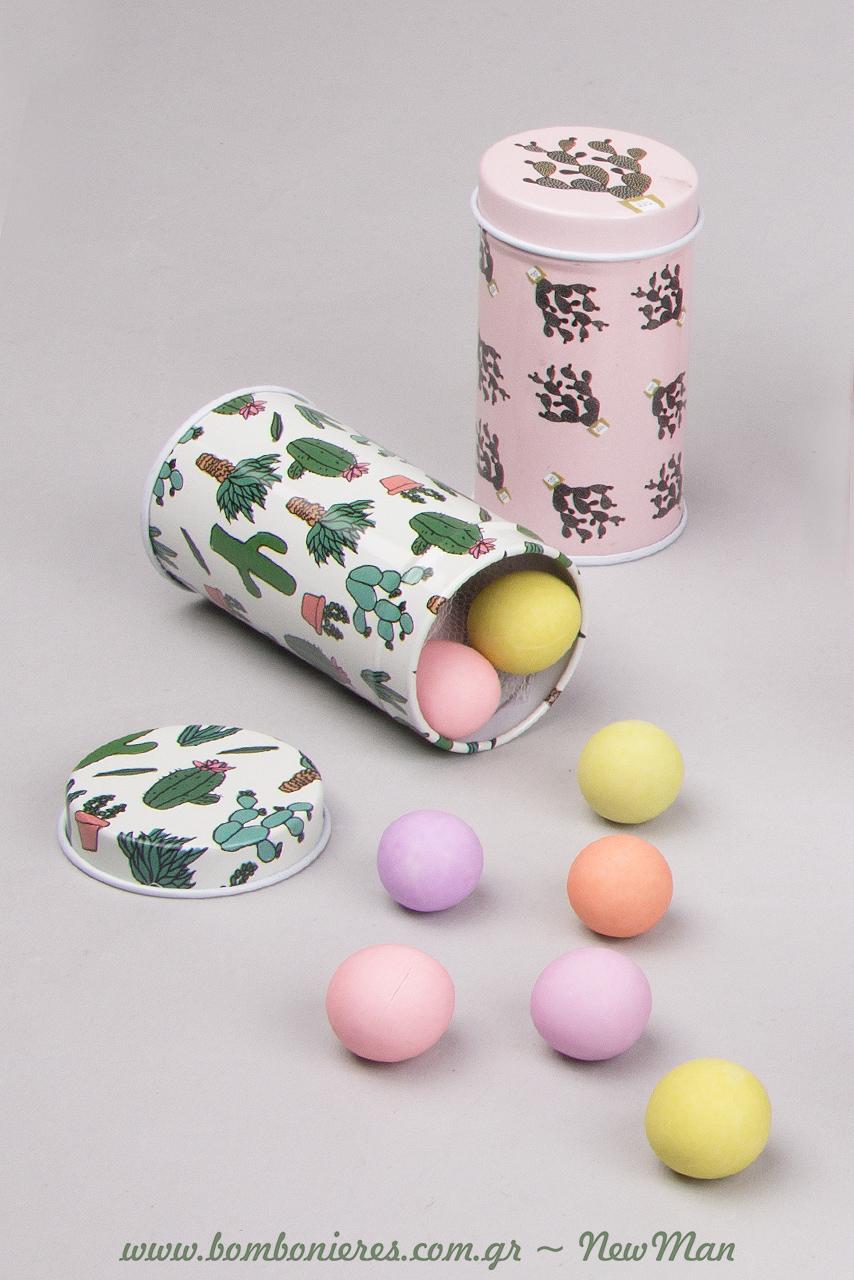 Το μόνο που θα χρειαστεί για να τα μεταμορφώσετε σε μπομπονιέρες είναι να τα γεμίσετε με κουφέτα Χατζηγιαννάκης Crispy πολύχρωμα.