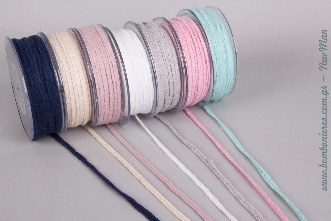 Κορδόνι πλεξούδα σε 7 διαφορετικά υπέροχα χρώματα για τις μπομπονιέρες, τα δώρα και για κάθε είδους δημιουργικό σας project.