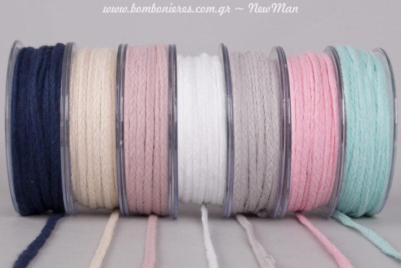 Κορδόνι πλεξούδα (5mm x 25m) σε 7 διαφορετικά υπέροχα χρώματα: ναυτικό μπλε, εκρού, παλιό ροζ, λευκό, γκρι, ροζ και βεραμάν.