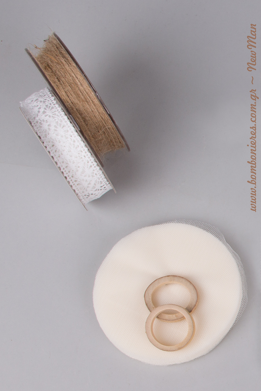 Φέτες μπαμπού, τούλι ελληνικό, κορδέλα δαντέλα και κορδόνι γιούτα ψιλό είναι μερικά από τα υλικά που θα χρειαστείτε για την μπομπονιέρα LOVEBIRDS