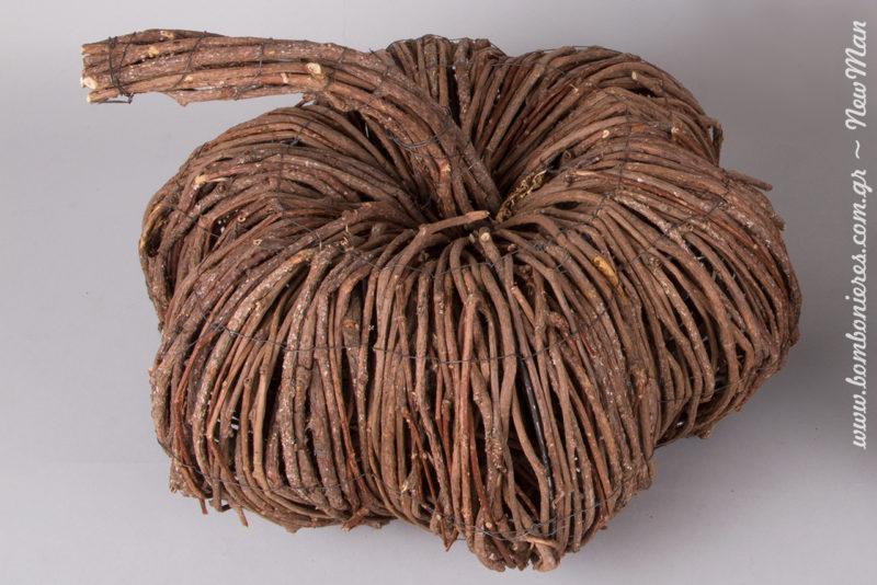 Μια φορά κι έναν καιρό η Νεραϊδονονά της διακόσμησης δημιούργησε τις πιο όμορφες ξύλινες κολοκύθες.