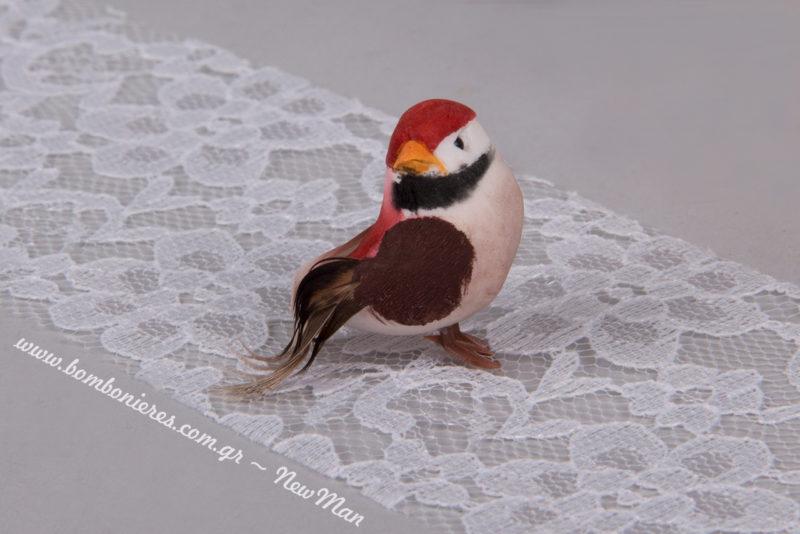 Διακοσμητικό πουλάκι σε κόκκινο χρώμα (3x2cm). Διατίθεται σε συσκευασία των 24 τεμαχίων.